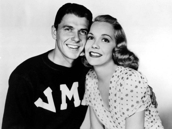 Jane-Wyman-with-Ronald-Reagan-in-Brother-Rat-1938