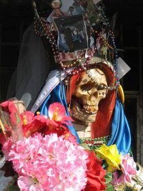 440px-Santa-muerte-nlaredo2