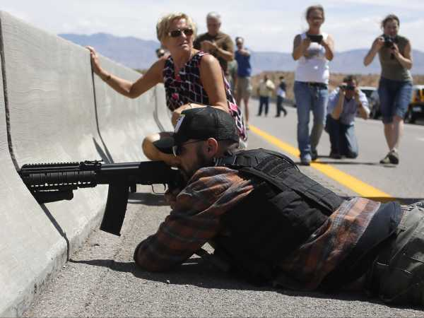 fbi-investigates-cliven-bundy-supporters-who-allegedly-pointed-guns-at-federal-officers