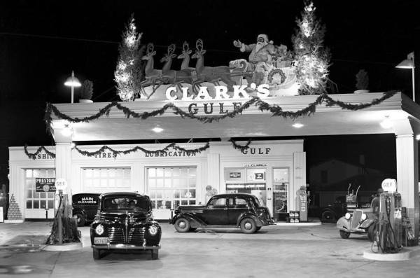 thirties-gas-station-christmas