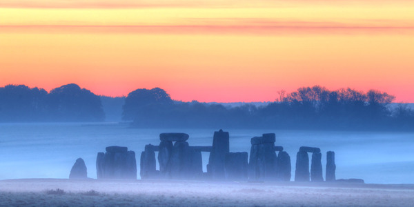 UK14-316_Stonehenge_at_dawn