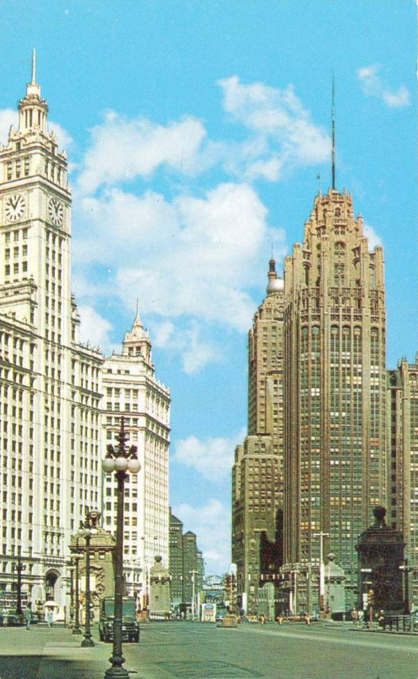 postcard-chicago-n-michigan-ave-looking-n-from-near-bridge-tribune-tower-wrigley-mid-1960s