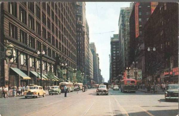 postcard-chicago-state-street-looking-south-from-fields-cars-people-buses-traffic-cop-nice-1950s