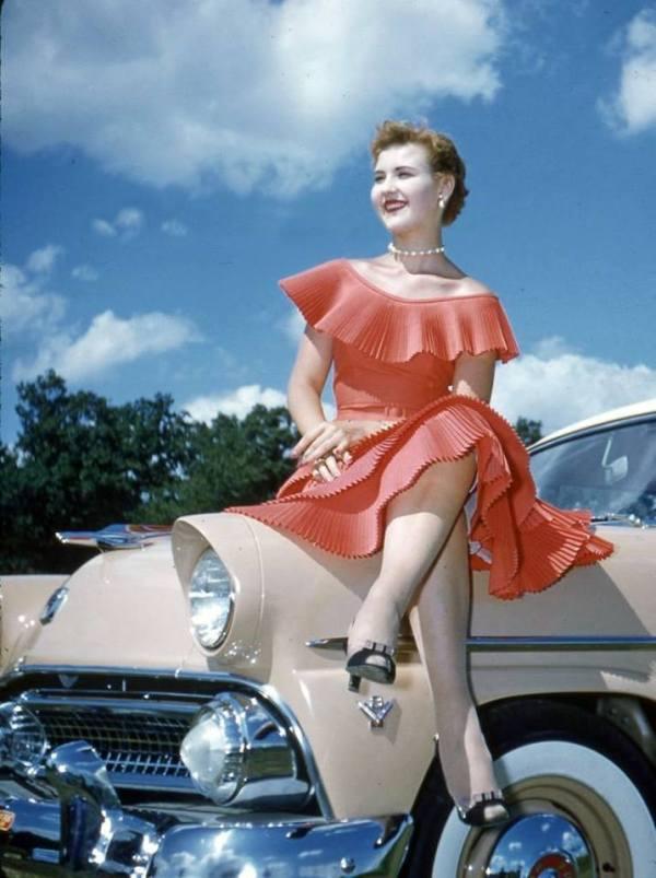 retrocar-pink-dress